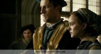 Oliver Colerman como Henry Percy e Natalie Portman como Ana Bolena.