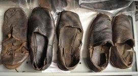 Sapatos que teriam sido usados pela tripulação. Mikael Buck