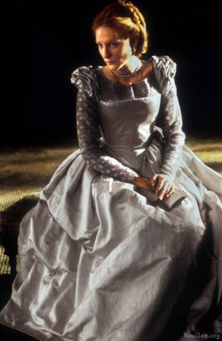 Cate Blanchett como Elizabeth Tudor