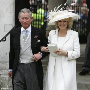 Príncipe Charles e Camilla, em seu casamento em Guildhall em Windson em 9 de Abril de 2005.