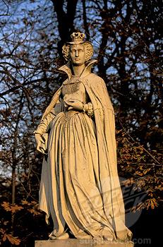 Estátua de Maria Stuart no Jardim de Luxemburgo em Paris, na França.