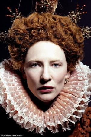 """Cate Blanchett como a rainha Elizabeth no filme """"Elizabeth: The Golden Age""""."""