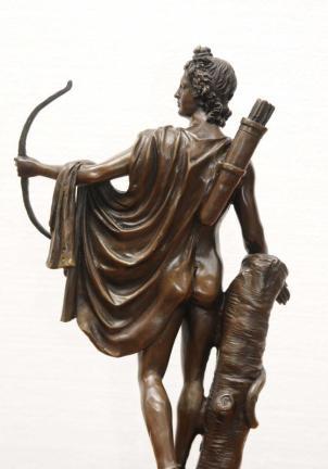 Estátua de bronze de Apollo