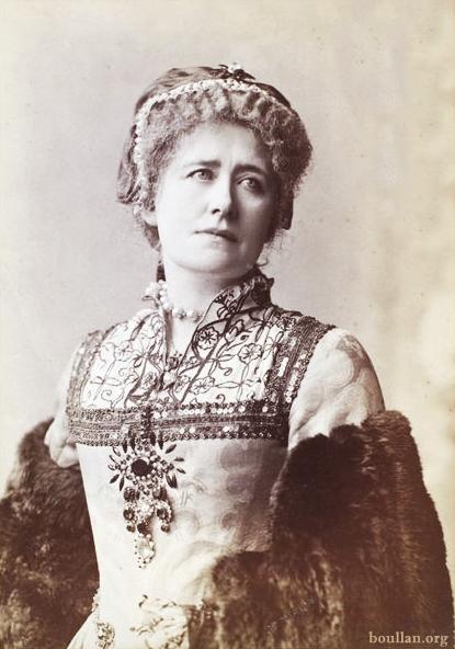 Ellen Terry como Catarina de Aragao, na peça Henry VIII em 1892.