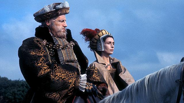Keith Michell como Henrique VIII e Rosalie Crutchley como Catarina Parr, na série 'The Six Wives of Henry VIII' em 1970.