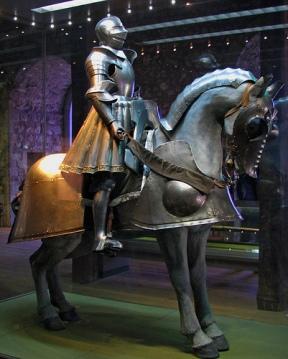 Armadura de Henrique VIII e seu cavalo.