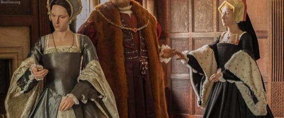 No Castelo de Hever, a estátua de Maria Bolena usa mangas de arminho.