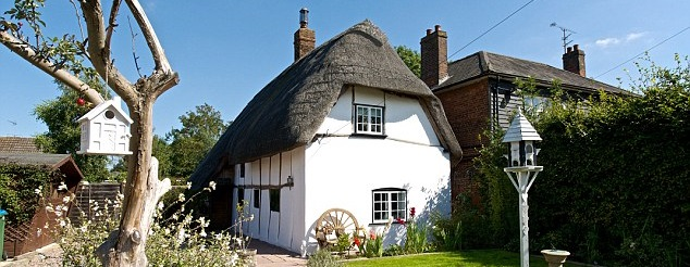 The Thatched Cottage, Stoke Mandeville, Olly 041.jpg
