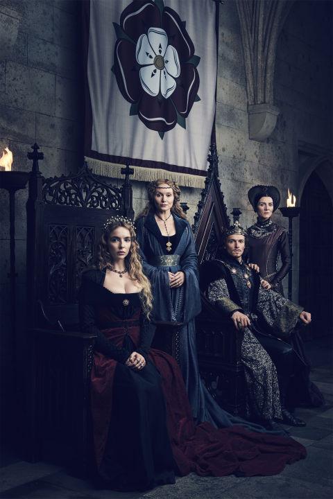 A partir da esquerda: Jodie Comer como Elizabeth de York , Essie Davis como rainha viúva Elizabeth , Jacob Collins-Levy como Henry VII e Michelle Fairley como Margaret Beaufort.