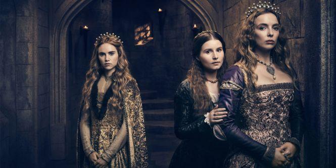 A partir da esquerda: Suki Waterhouse como Cecily de York, Rebecca Benson como Margaret Plantageneta e Jodie Comer como Elizabeth de York